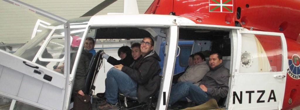 Grupo de Subcontratación USOA en el helicóptero de rescate, Ertzaintza.